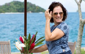 Belos jardins, assinados pela paisagista Katia Neves, emolduram cenários paradisíacos