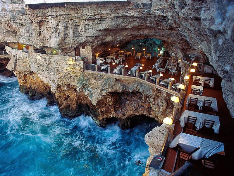 Restaurante construído em caverna oferece jantar com vista de tirar o fôlego