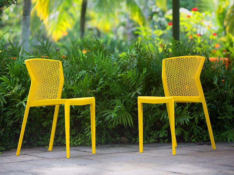 Cadeiras Peti e Duna de Guto Indio da Costa é sucesso na Isto É Brasil
