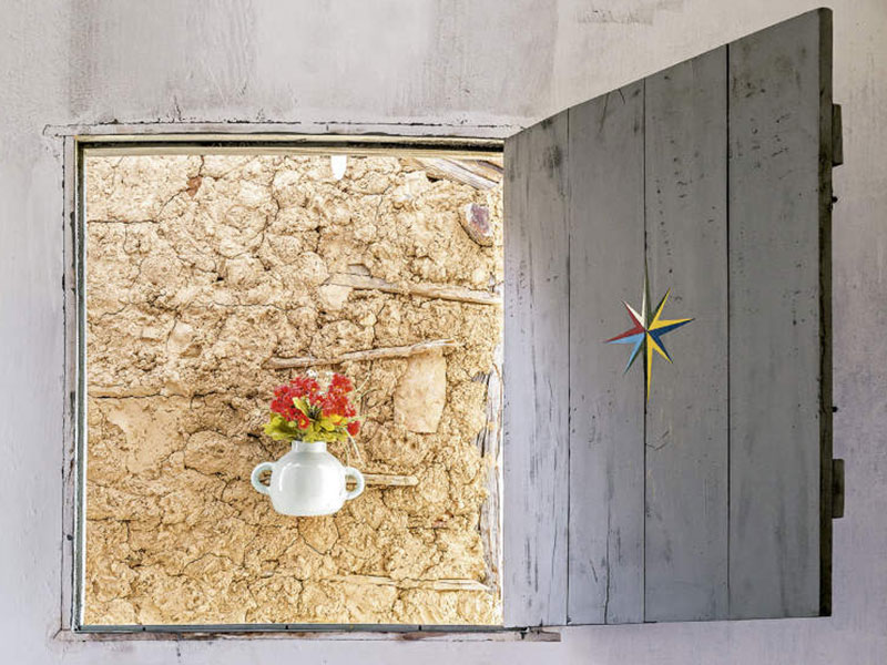 Casa-galeria repleta de cultura e arte
